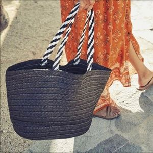 B-low the belt Straw bag